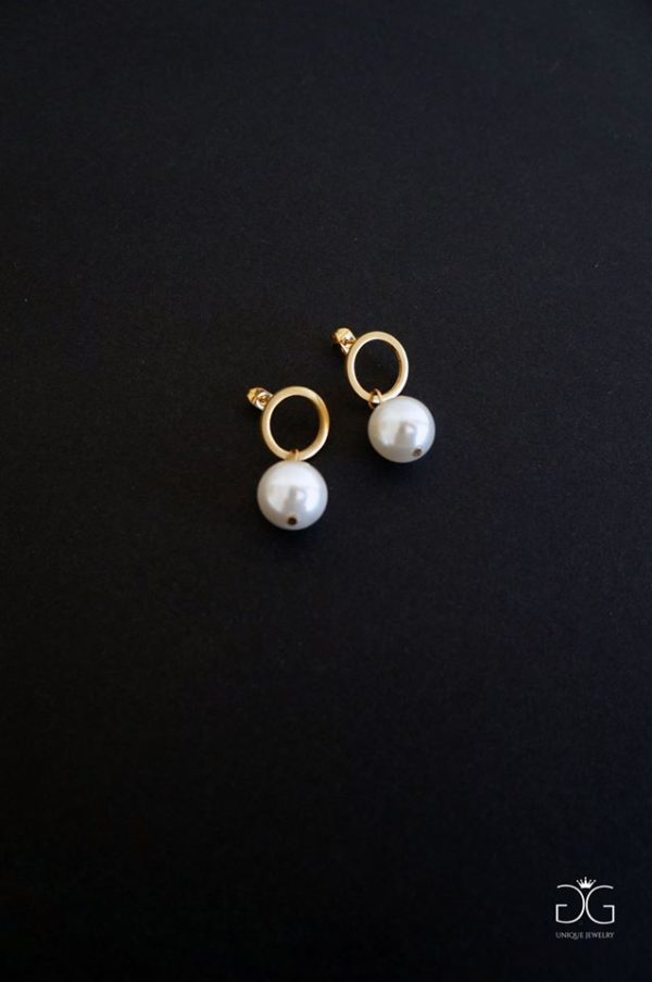 Gold plated circles with swarovski pearls