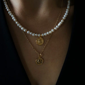 GG UNIQUE FRESHWATER PEARLS NECKLACE WITH GOLD PLATED COINS